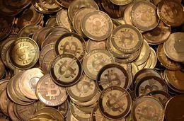 Bitcoin er vinsælasta rafmyntin í dag. Forsvarsmaður auroracoin vonast til þess að Íslendingar noti myntina ...