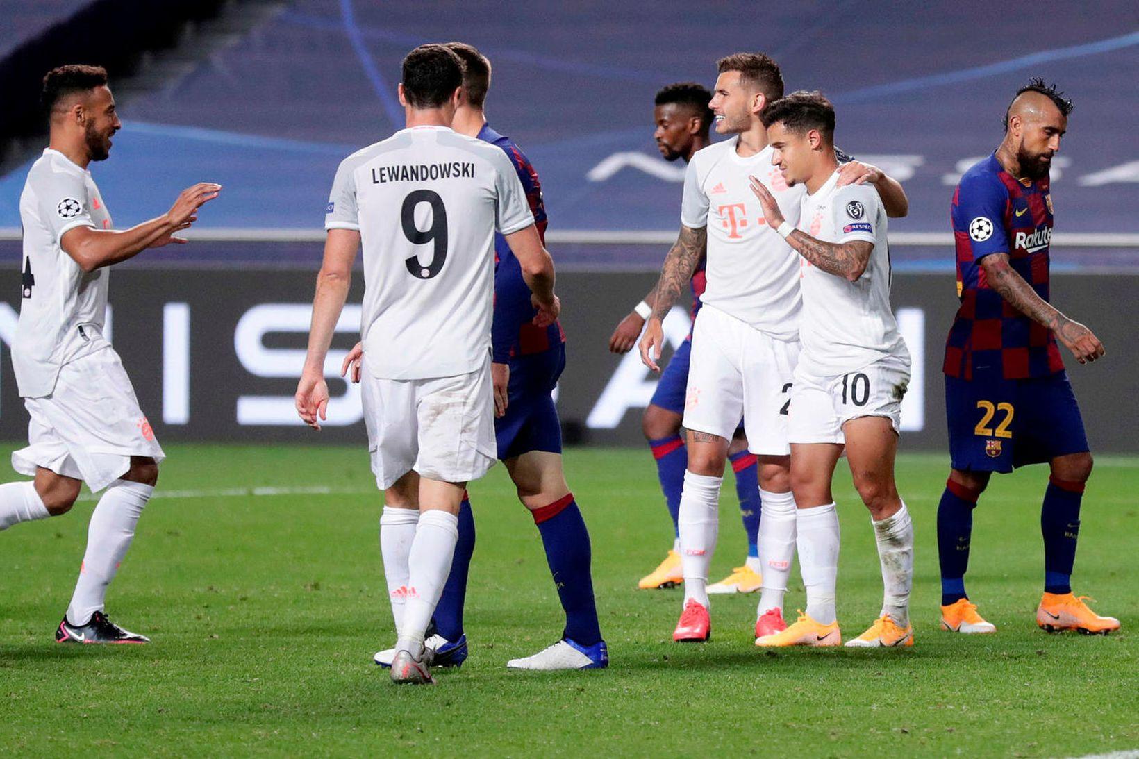 Philippe Coutinho fagnar marki gegn sínum fyrrum samherjum í Barcelona …