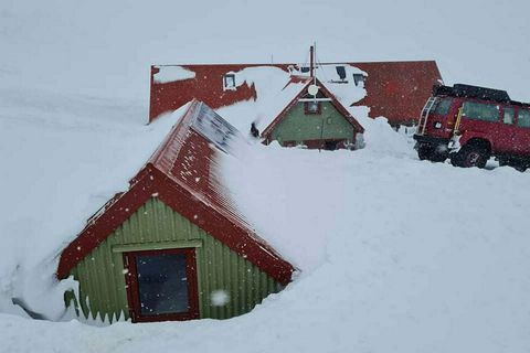 The mountain hut at Hrafntinnusker on Laugavegur.