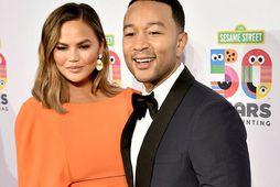 Chrissy Teigen og John Legend seldu húsið á 30% afslætti.