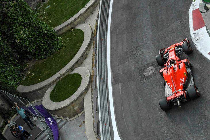 Sebastian Vettel hafði forystu nær alla leið en klúðraði sigri eftir útkomu öryggisbíls á lokahringjunum. ...