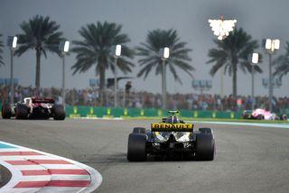 Carlos Sainz í síðasta kappakstri sínum með Renault, í Abu Dhabi.