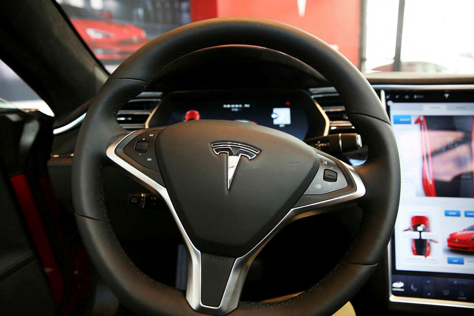 Árið 2019 voru 858 Tesla Model 3-bifreiðar nýskráðar á Íslandi. …