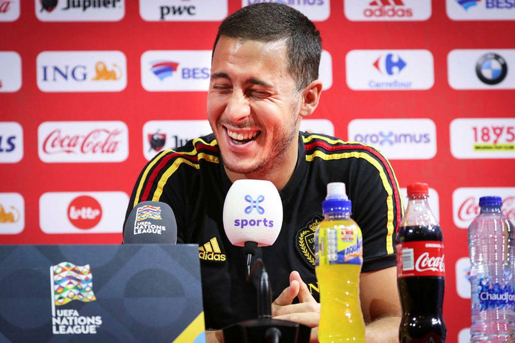 Eden Hazard var léttur á blaðamannafundi í dag.