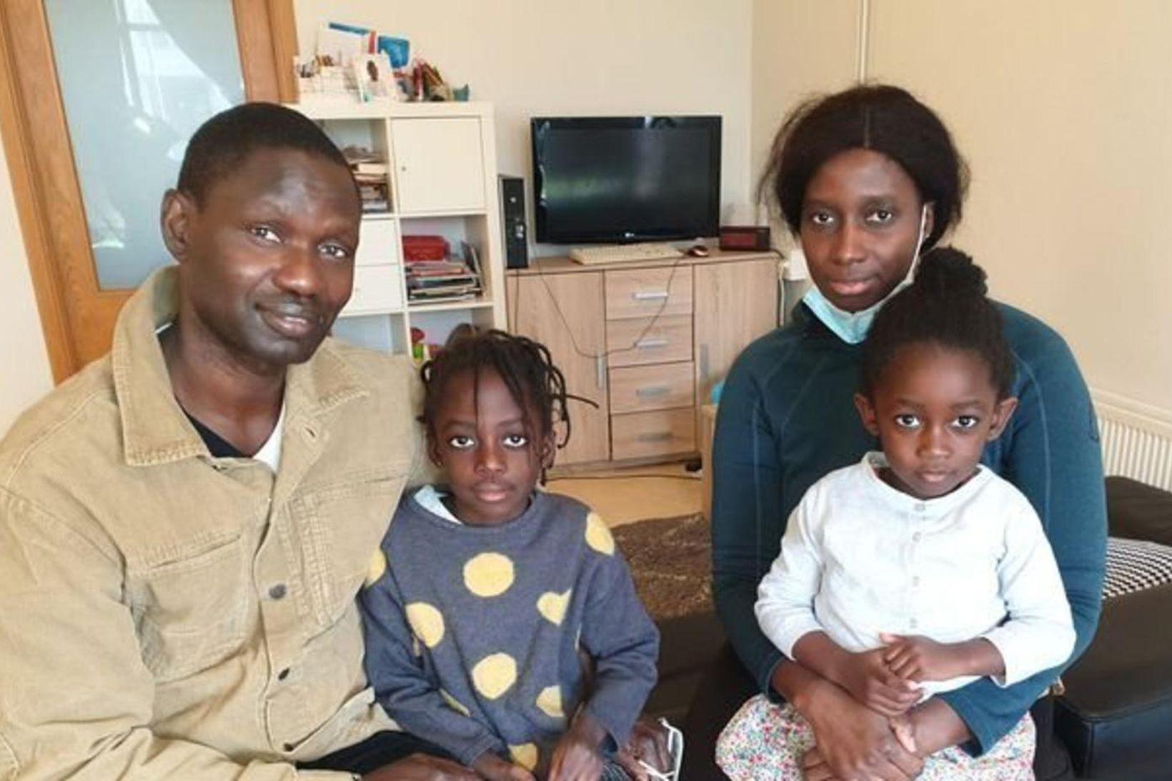 Bassirou Ndiaye, Mahe Diouf og dætur þeirra: Régine Marthe og …