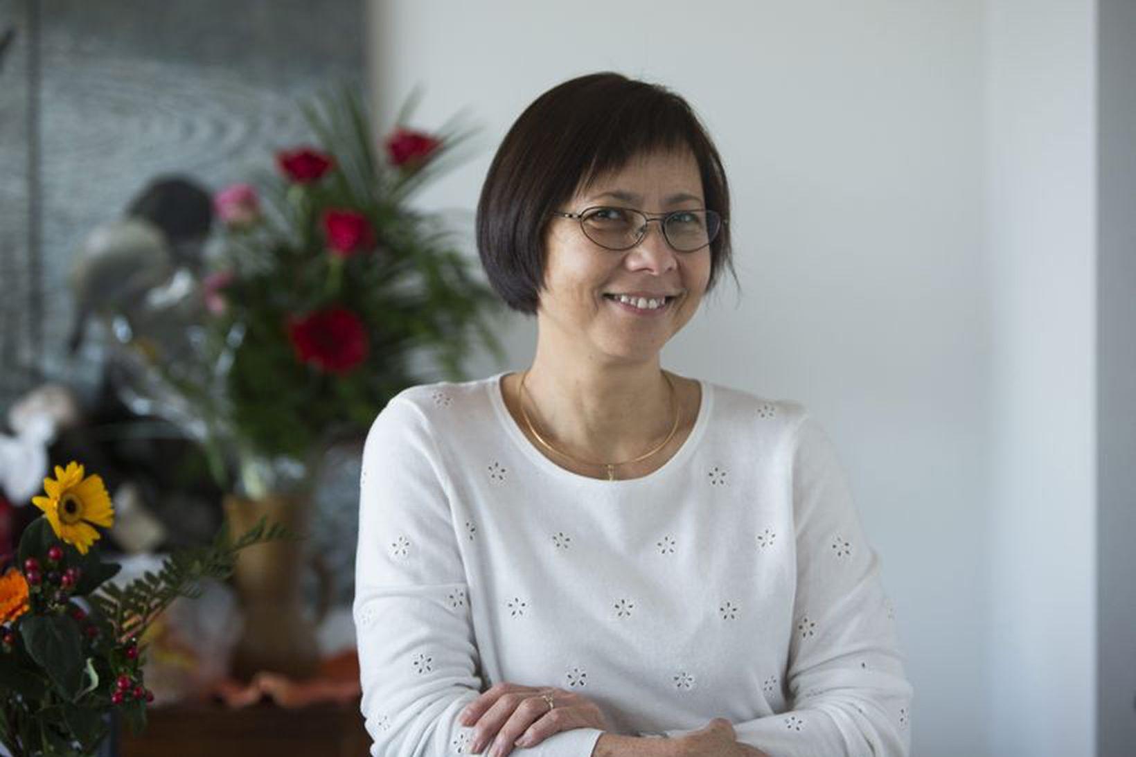 Dr. Anh-Ðào Katrín Trâ`n.