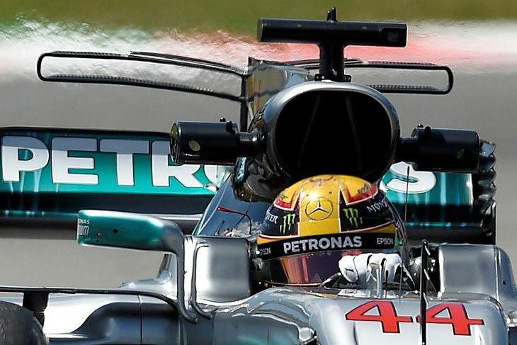 Lewis Hamilton á ferð á seinni æfingunni í Barcelona í dag.
