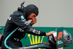Lewis Hamilton vatnaði músum er hann kom í mark í Istanbúl.