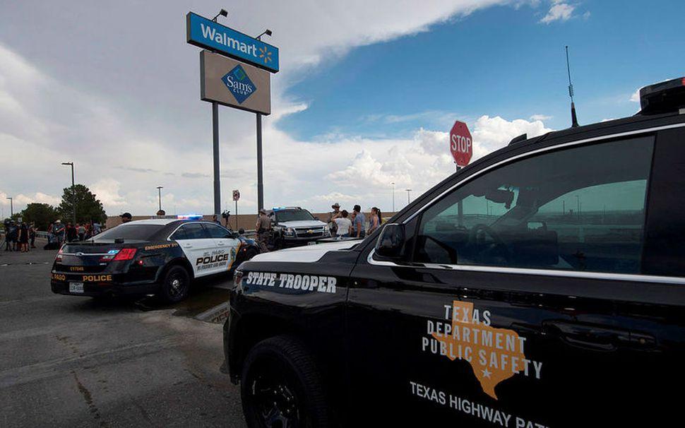 Bandarískur lögreglubíll fyrir utan Walmart í El Paso, Texas, þar ...