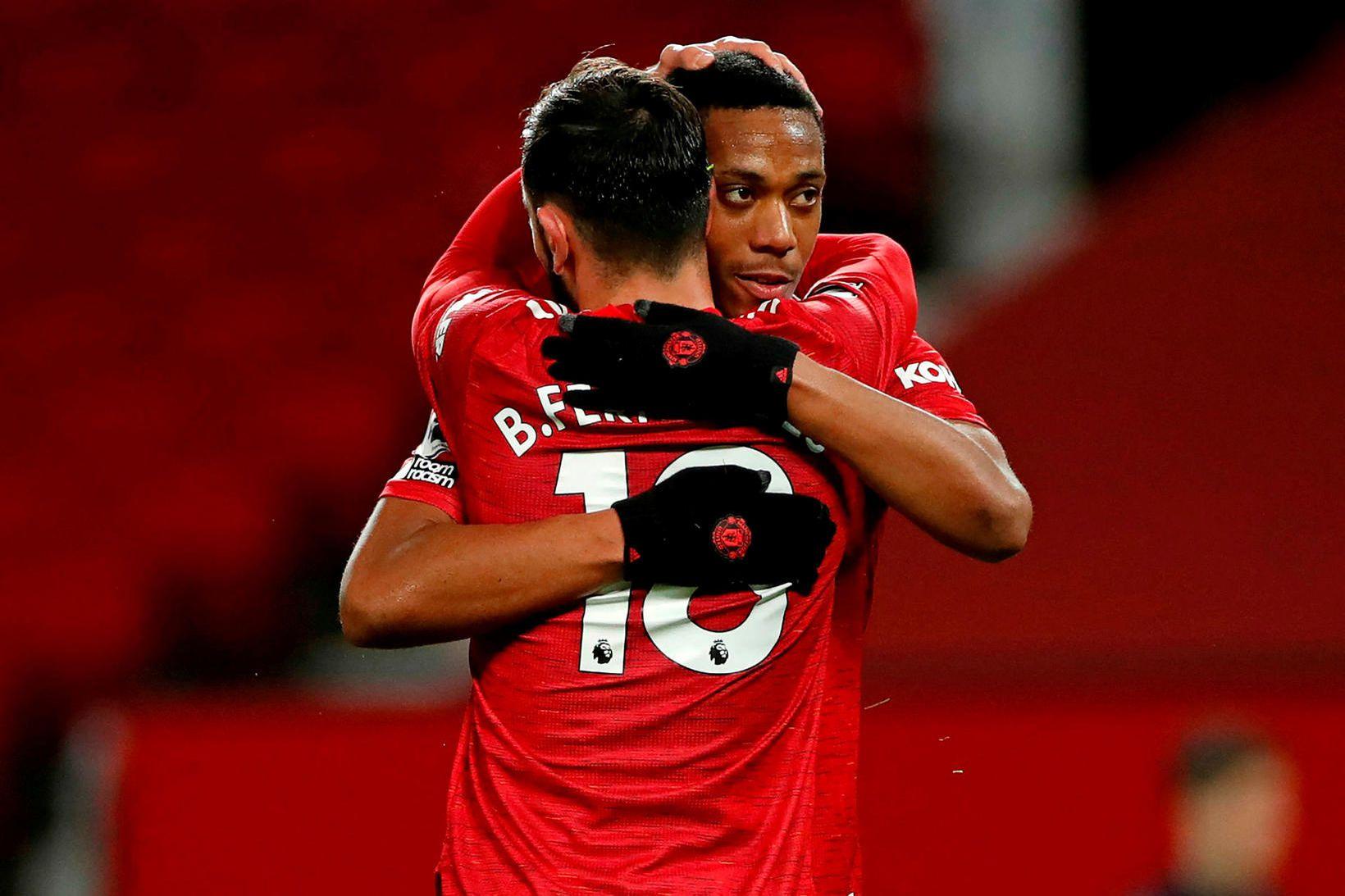 Bruno Fernandes og Anthony Martial fagna marki þess fyrrnefnda eftir …