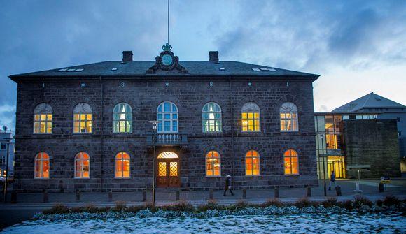 Margir yfirgefið þingflokka sína