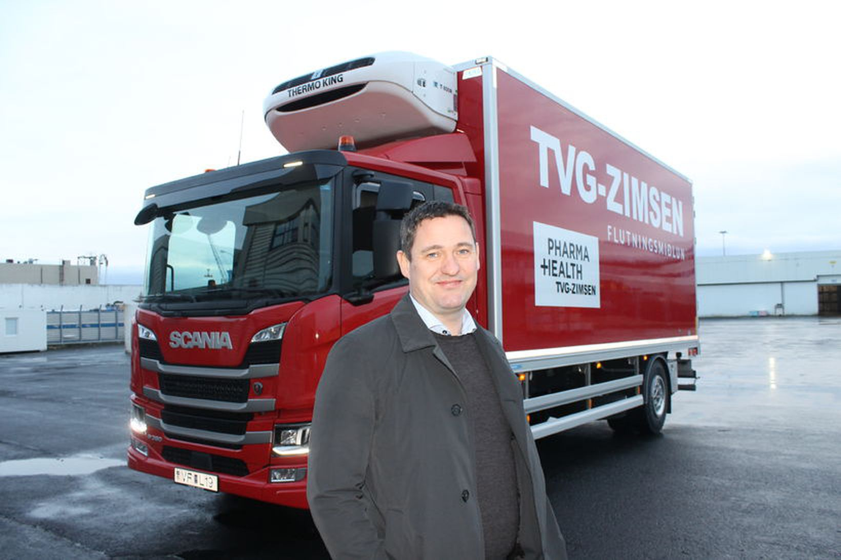 Andrés Björnsson, faglegur forstöðumaður PharmaHealth hjá TVG-Zimsen, við nýja bílinn.
