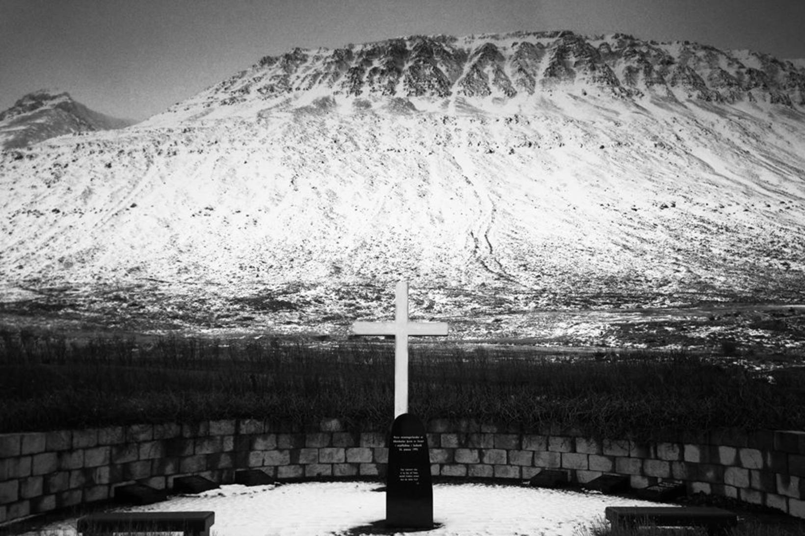 Minningarvottur um þá sem létust í Súðavík fyrir 25 árum.