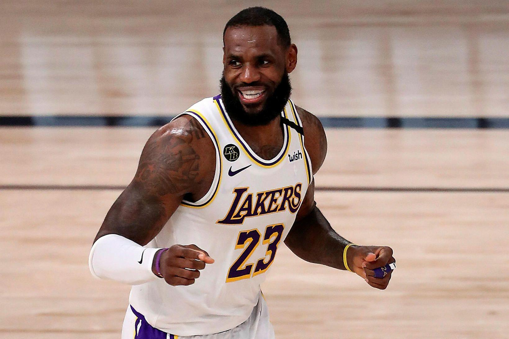 LeBron James skoraði 36 stig gegn Houston Rockets í nótt.