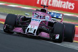 Sergio Perez á ferð á bíl Force India á æfingu í Búdapest í morgun.