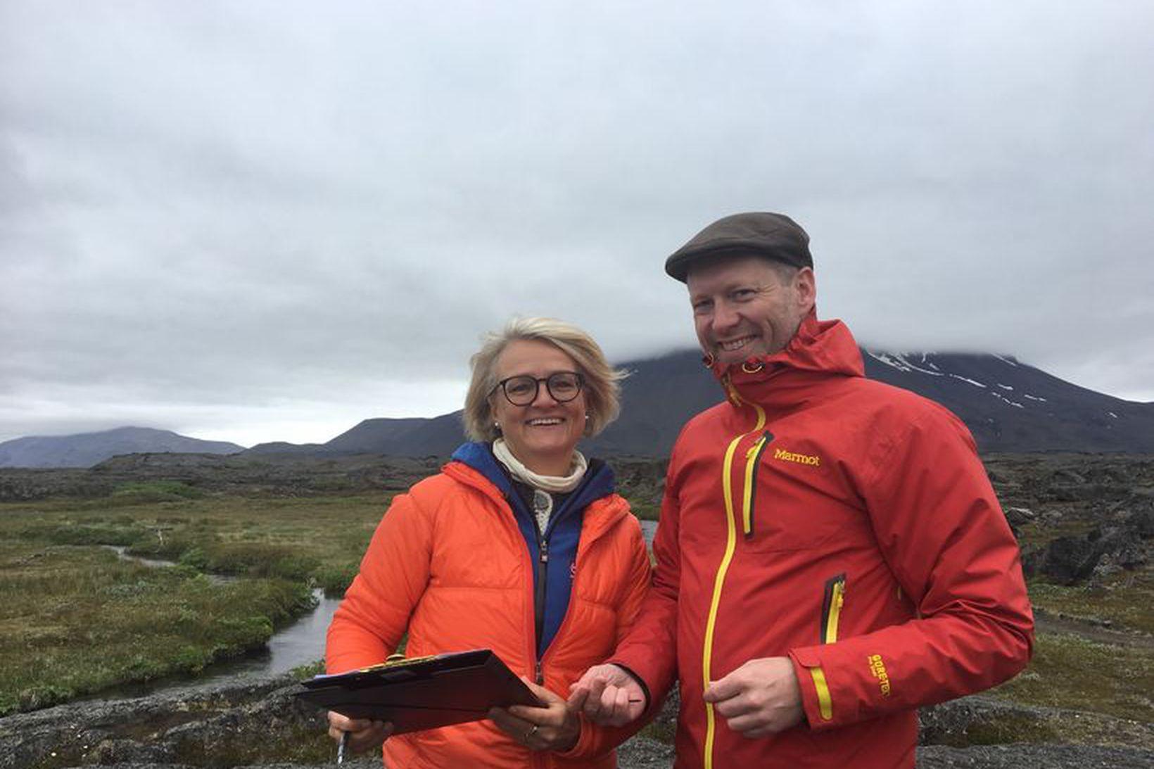 Sigríður Auður Arnardóttir ráðuneytisstjóri og Guðmundur Ingi Guðbrandsson umhverfis- og …