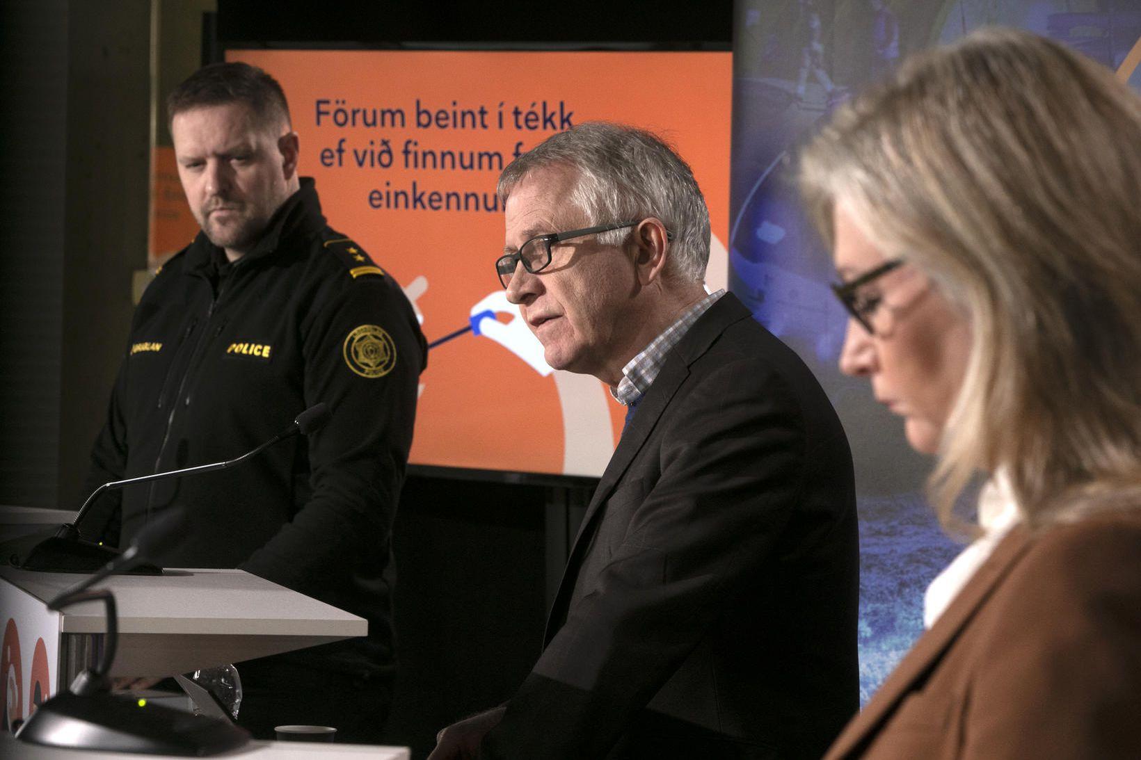 Rögnvaldur Ólafsson, Þórólfur Guðnason og Alma Möller.