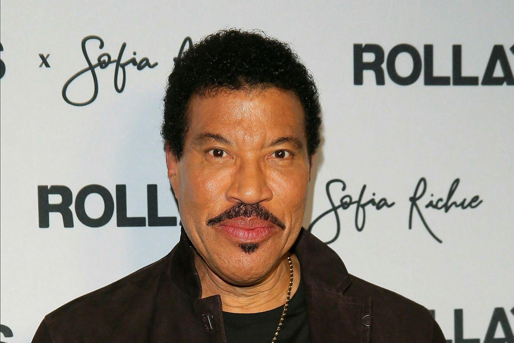 Lionel Richie vill endurgera We Are the World aftur.