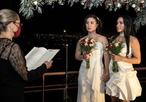 Alexandra Quiros og Dunia Araya voru meðal fyrstu samkynhneigðu paranna til að giftast í Costa Rica.