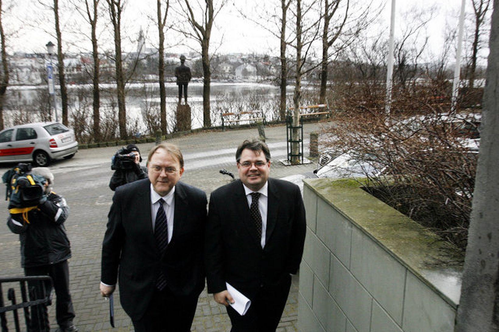 Halldór J. Kristjánsson og Sigurjón Þ. Árnason þáverandi bankastjórar Landsbankans.