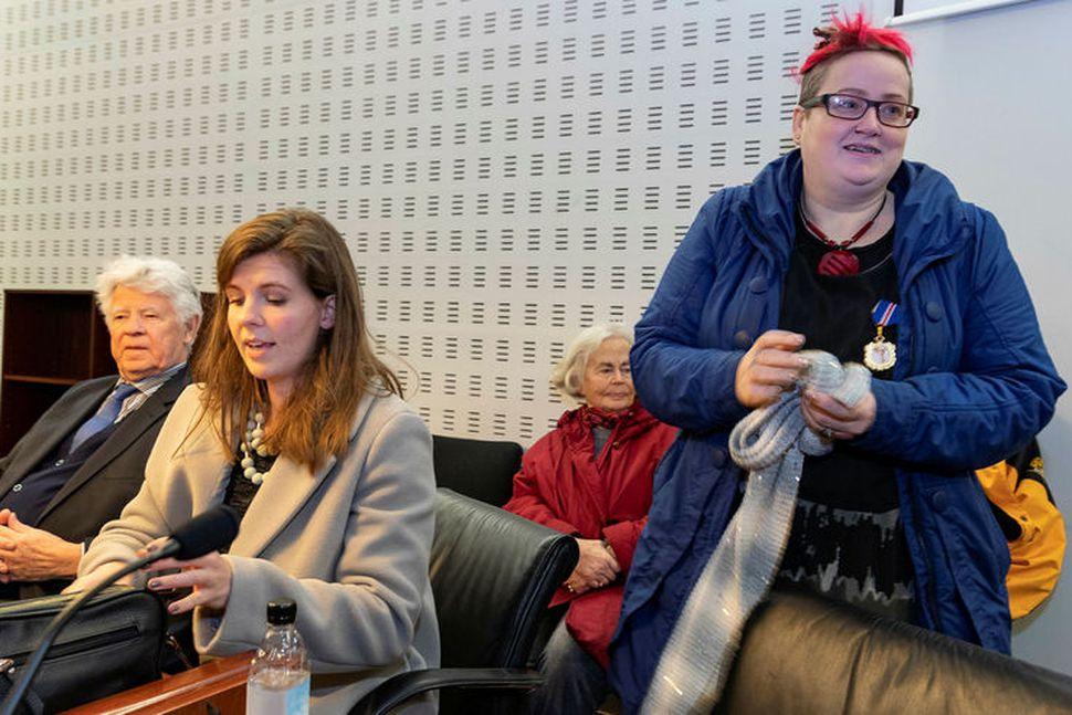 Bára Halldórsdóttir ásamt lögmönnum sínum.