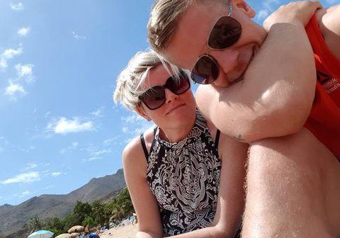 Sigvaldi Kaldalóns og eiginkona hans Jóhanna Katrín Guðnadóttir eru búsett á Tenerife ásamt börnum sínum en þar ríkir strangt útgöngubann vegna kórónuveirunnar.