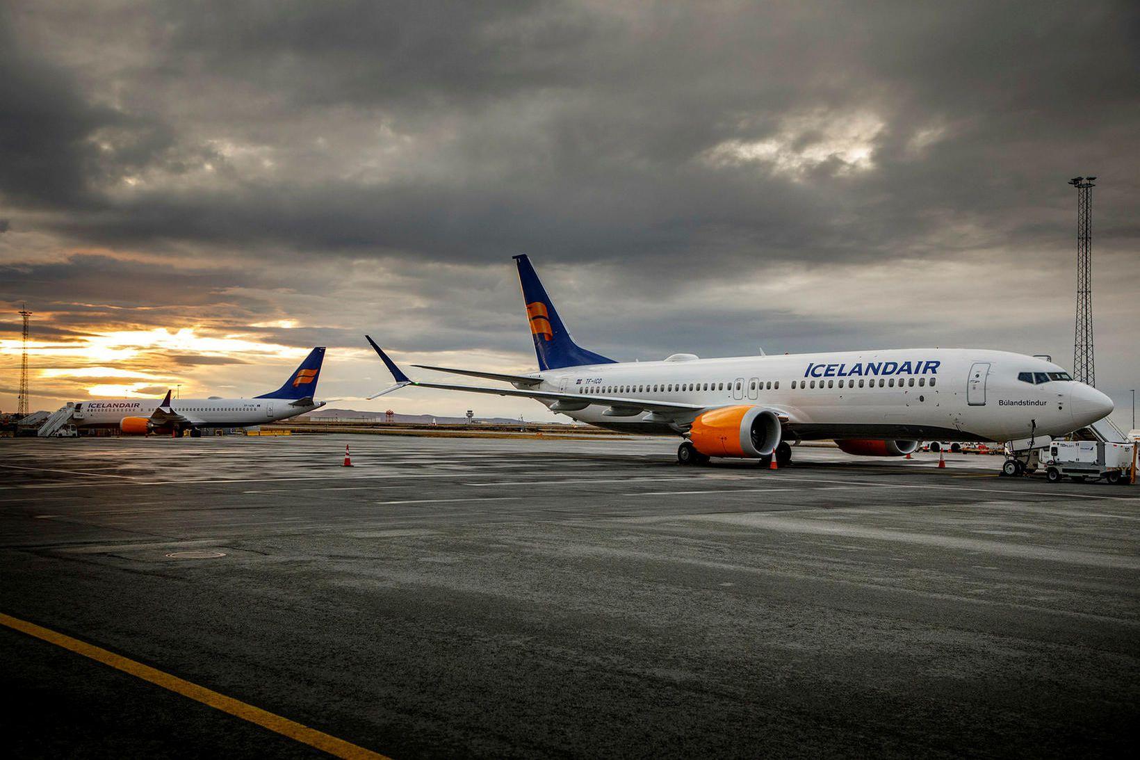 Gengi Icelandair lækkar áfram.