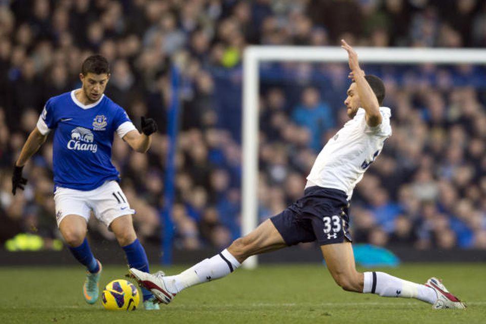 Steven Caulker, til hægri, er kominn til Cardiff frá Tottenham fyrir 8 milljónir punda.