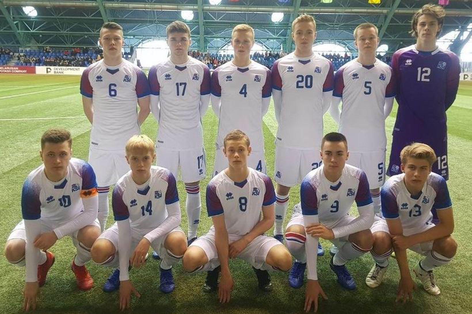Benedikt Tristan Axelsson (númer 17) fyrir leikinn gegn Hvíta-Rússlandi á …