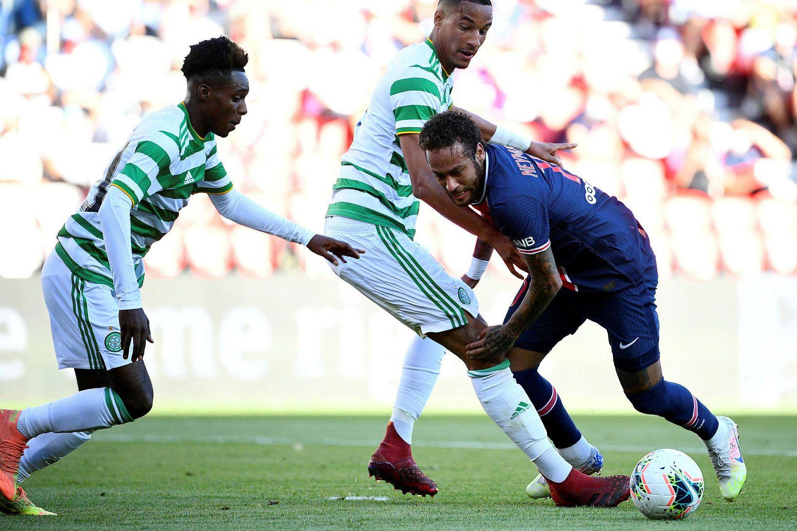 Leikmenn Celtic gegn Neymar í æfingaleik í sumar.