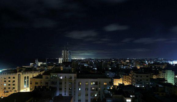 Enn senda Ísraelar eldflaugar á Gaza