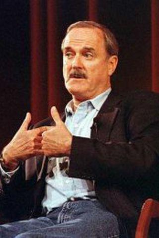 John Cleese langar að heimsækja Ísland á árinu.