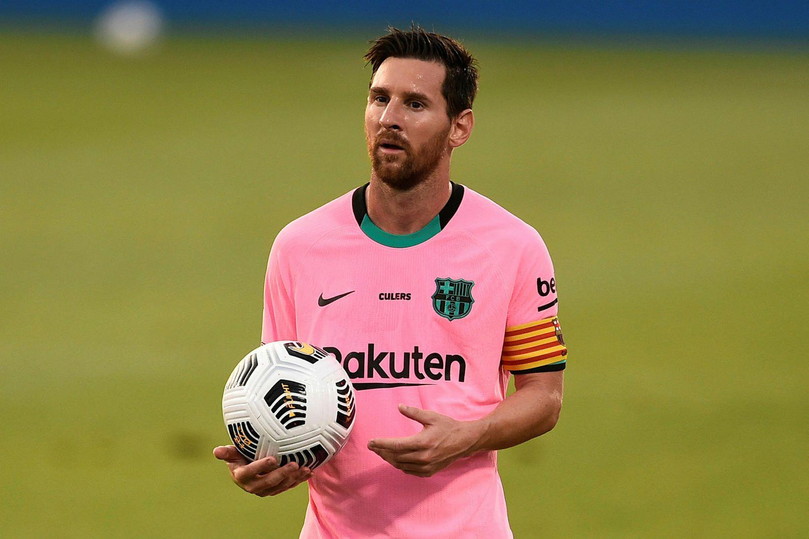 Argentínski knattspyrnumaðurinn Lionel Messi á eitt ár eftir af samningi …