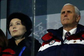 Mike Pence, varaforseti Bandaríkjanna, og Kim Yo-jong, systir Kim Jong-un, leiðtoga Norður-Kóreu, fylgjast hér með ...