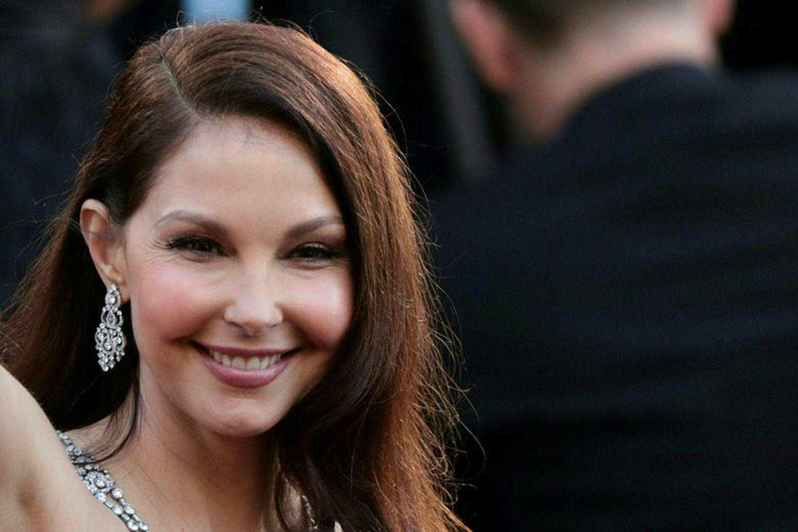 Leikkonan Ashley Judd er farin að ganga á ný.