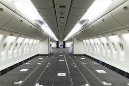 Töluvert rými myndast þegar farþegasætin hafa verið tekin út úr Boeing 767-300 farþegaþotum Icelandair.
