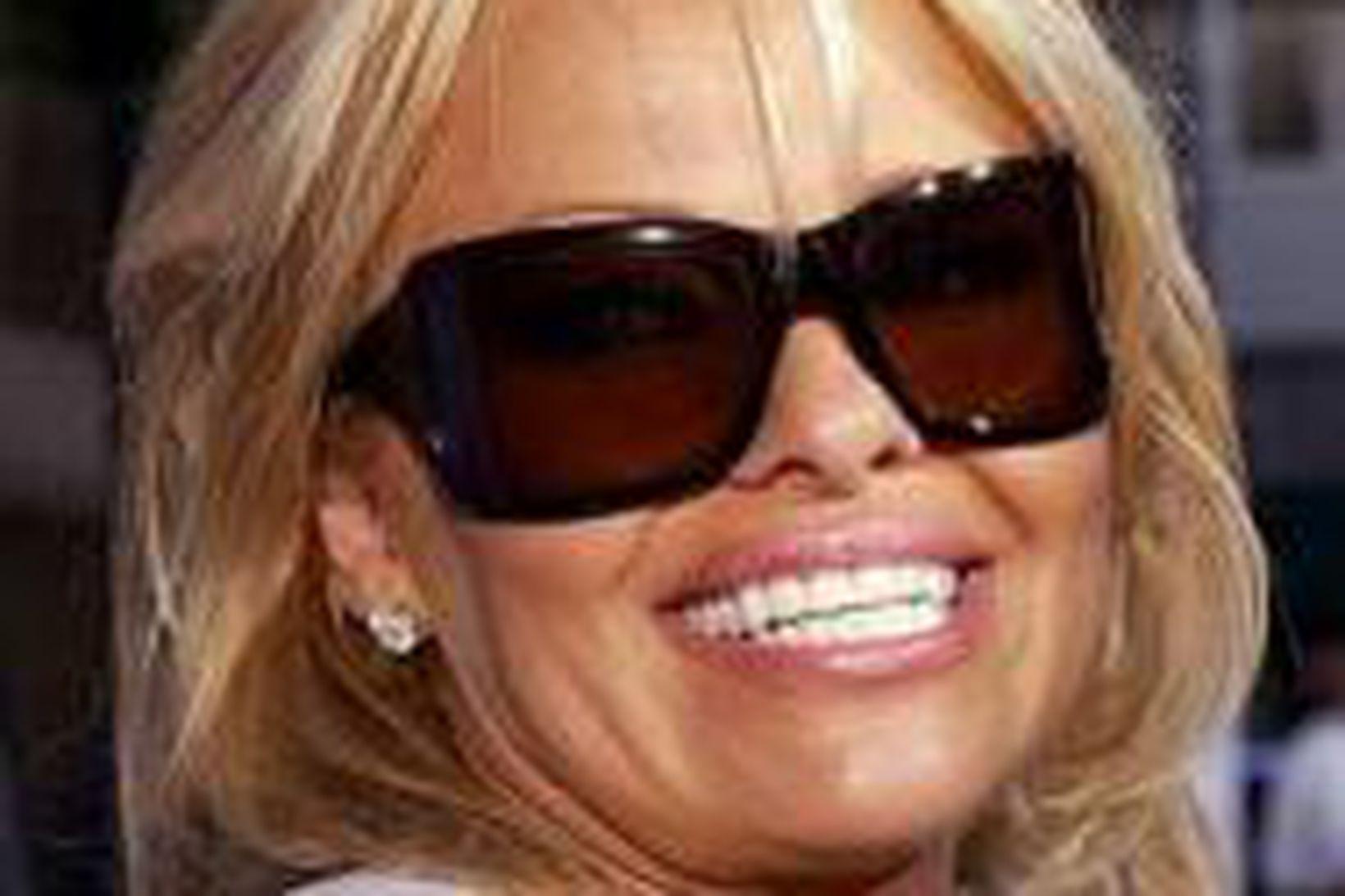 Pamela Anderson mætir á frumsýningu í Hollywood í júní.