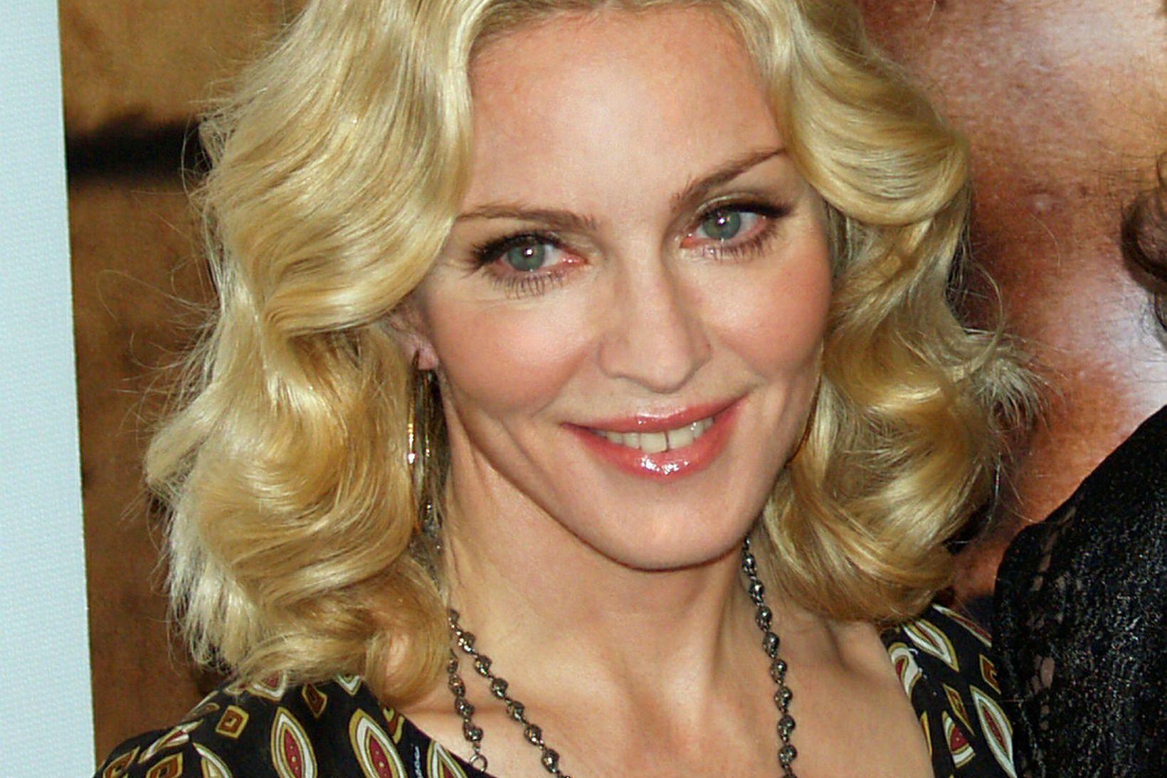 Afturendi Madonnu vekur athygli.