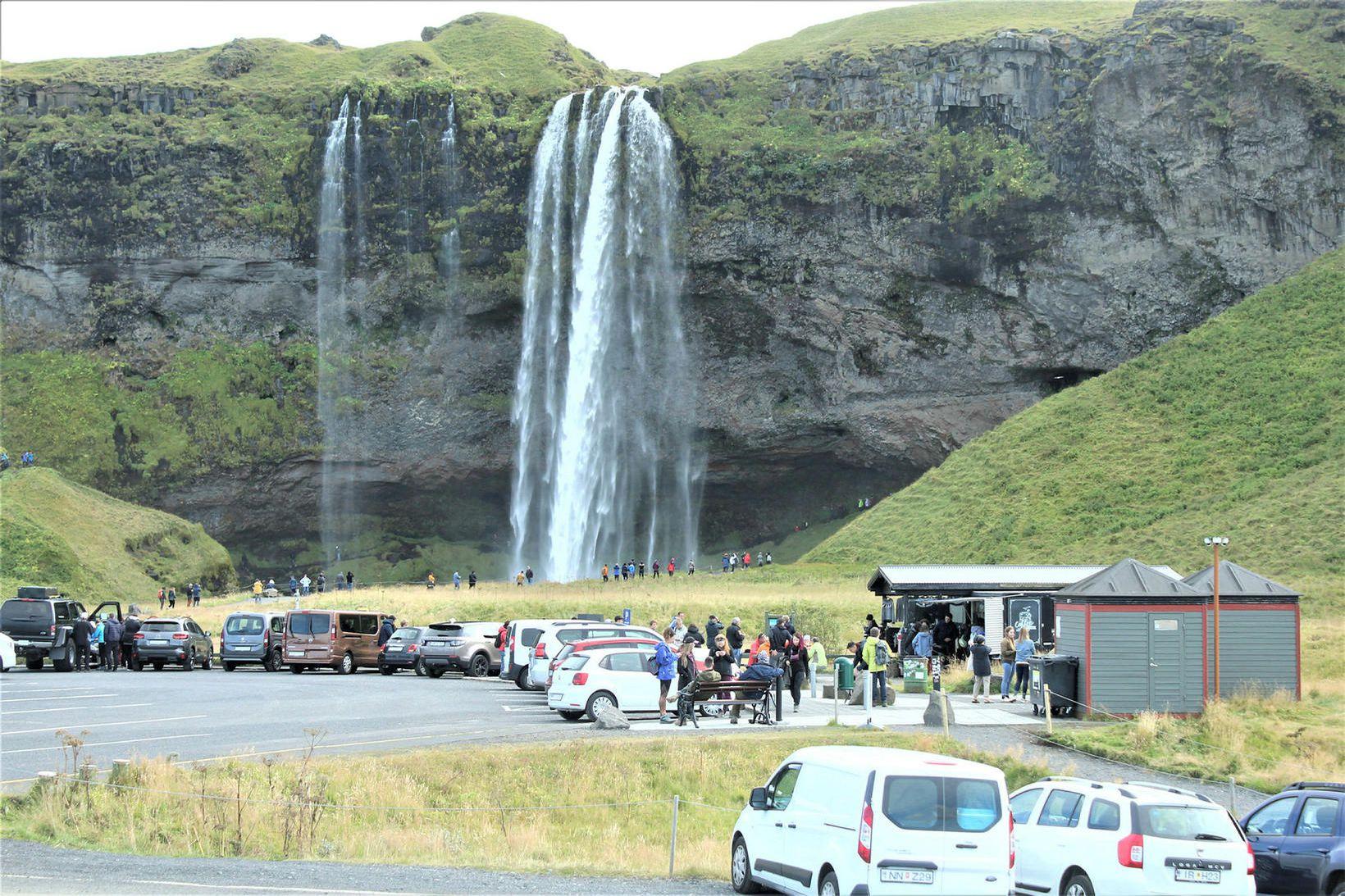 Seljalandsfoss hefur notið vinsælda meðal erlendra ferðamanna. Ljóst er að …