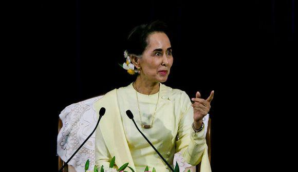 Suu Kyi hefði átt að segja af sér