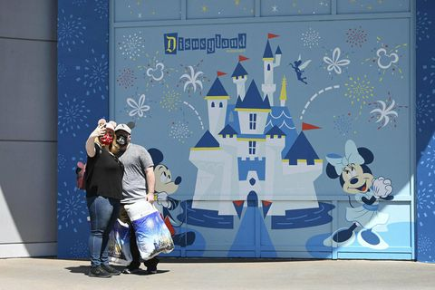 Disneyland í Kaliforníu hefur verið lokað frá því í mars í fyrra.