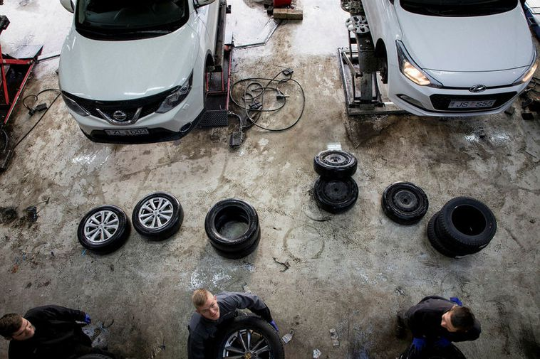 People could be rushing to change their summer tyres for winter ones today at garages ...