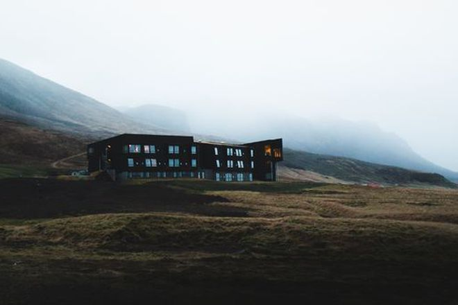 The hotel is located between two famous attractions in Iceland- Jökulsárlón Glacial Lagoon and Skaftafell National Park