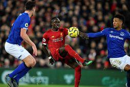 Sadio Mané var á skotskónum gegn Everton í ensku úrvalsdeildinni í gær.
