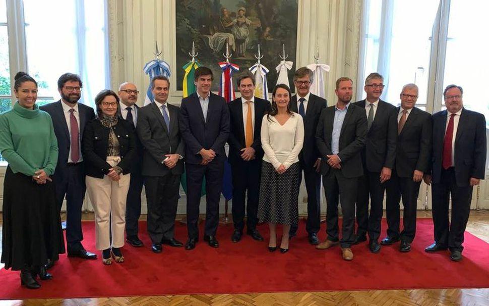 Samninganefndir EFTA og Mercosur í Buenos Aires í gær.
