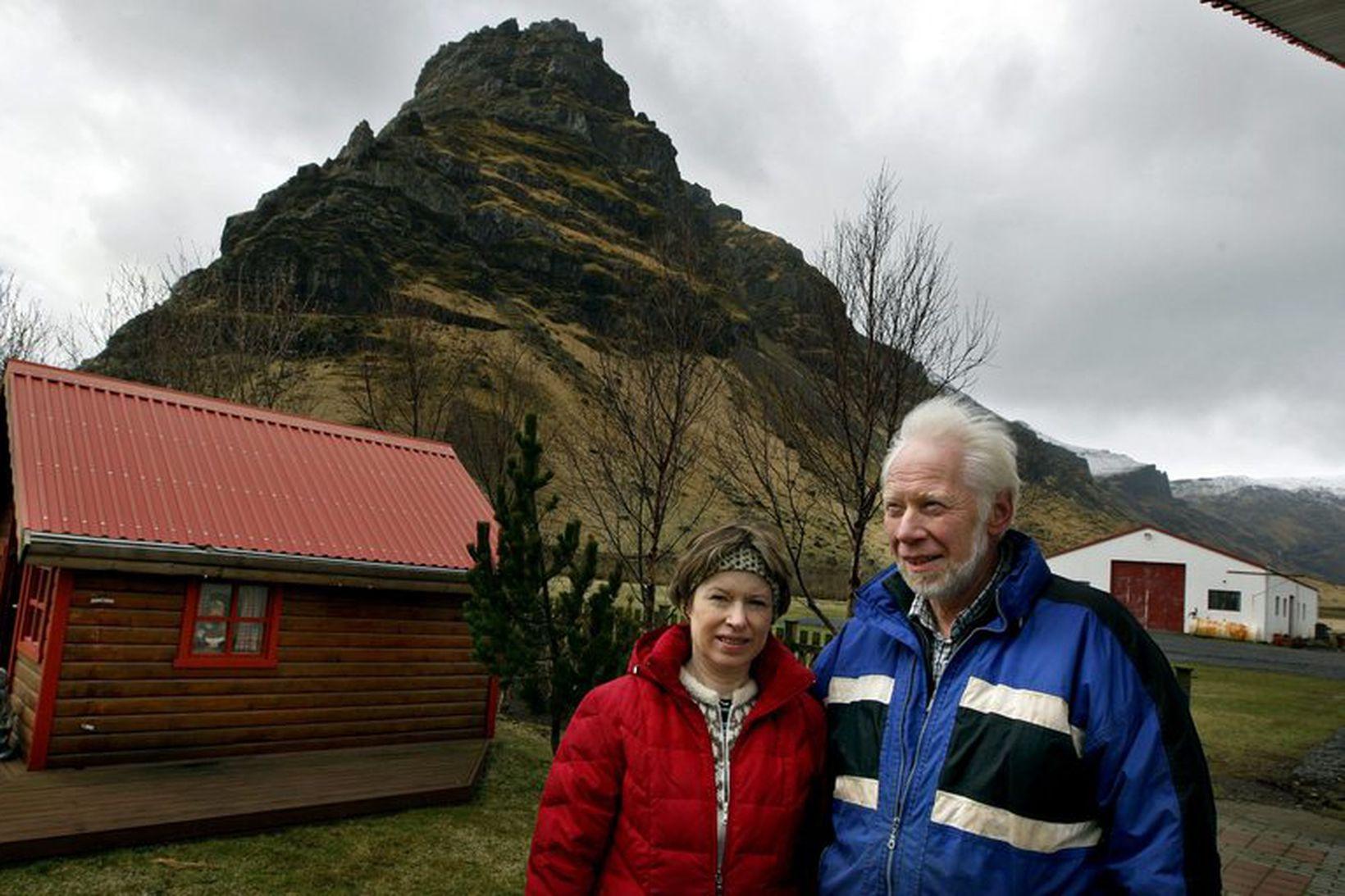 Ólafur Eggertsson og Guðný A. Valberg, bændur á Þorvaldseyri.