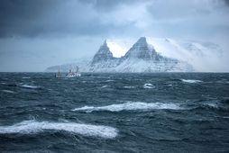 Hafrannsóknaskipið Bjarni Sæmundsson siglir í var á Ísafjarðardjúpi. Mynd úr safni.