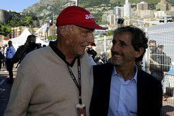 Niki Lauda (t.v.) með samferðamanni á dögum hans í formúlu-1, Frakkanum Alain Prost. Rauða derhúfan …