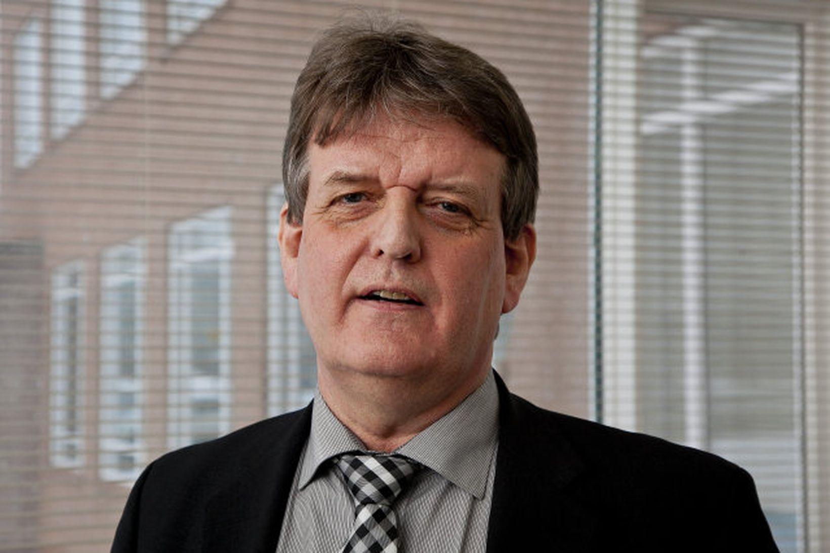Guðbjartur Hannesson ráðherra.