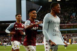 Leon Bailey fagnar þriðja marki Aston Villa.